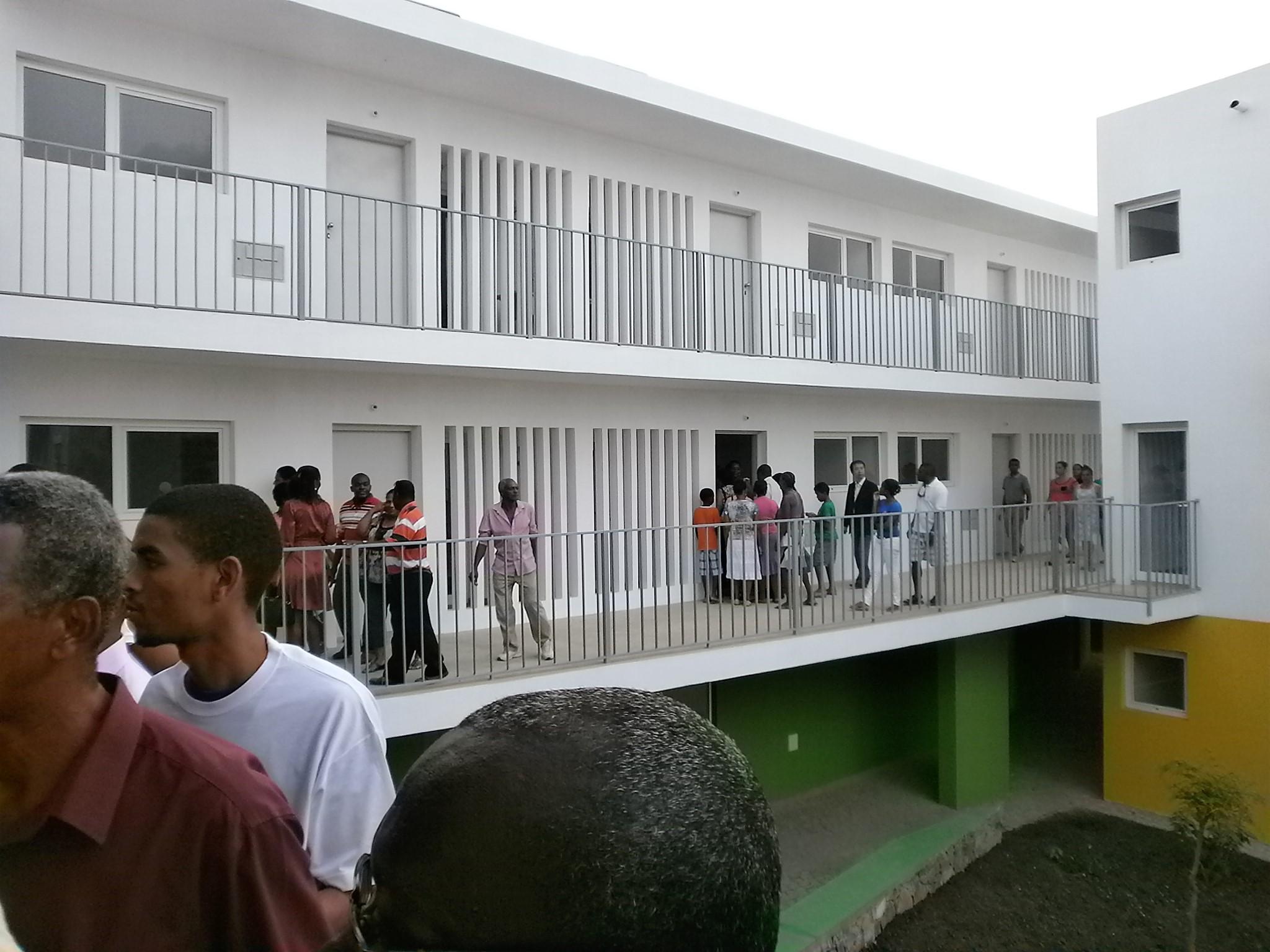 Casa para Todos Program | Tira Chapéu