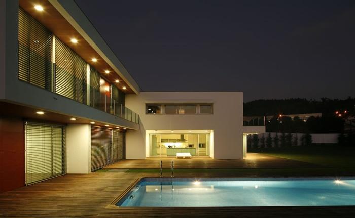 Projeto com piscina, realizado pela Central Projectos, em destaque na plataforma internacional Homify