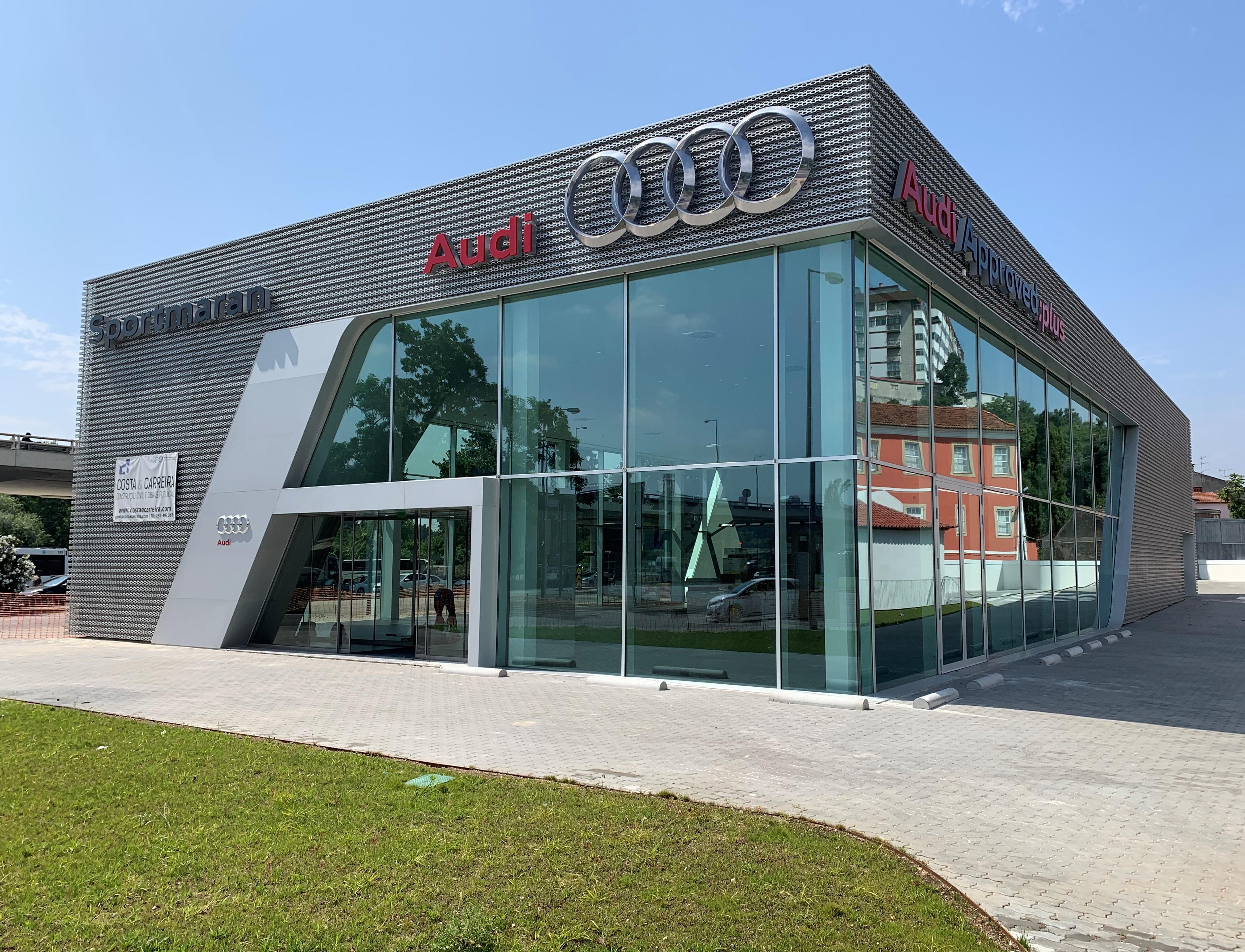 Novo salão de exposições da AUDI da Automaran